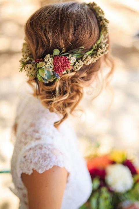 Peinados de novias con flores naturales